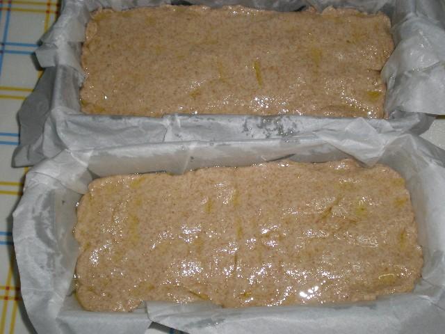 Masa de pan de molde integral untada con aceite