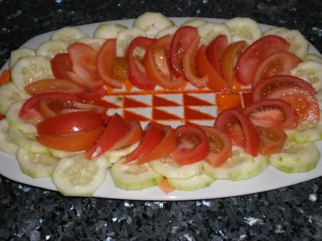 Rodajas de pepino y de tomate