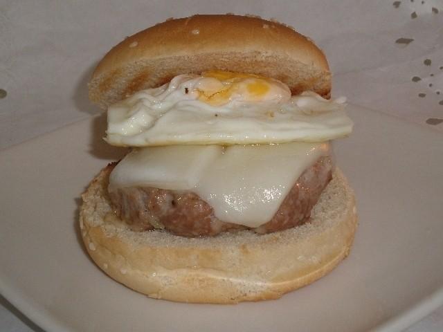 d71df926789b99e41162ef85600e8793 - Hamburguesas con queso y huevo