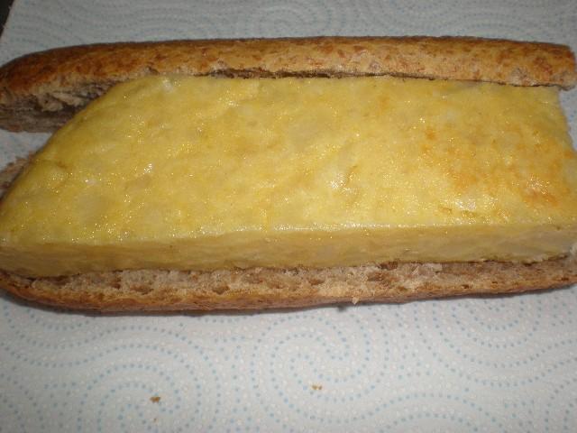 Bocadillo de Tortilla con nata