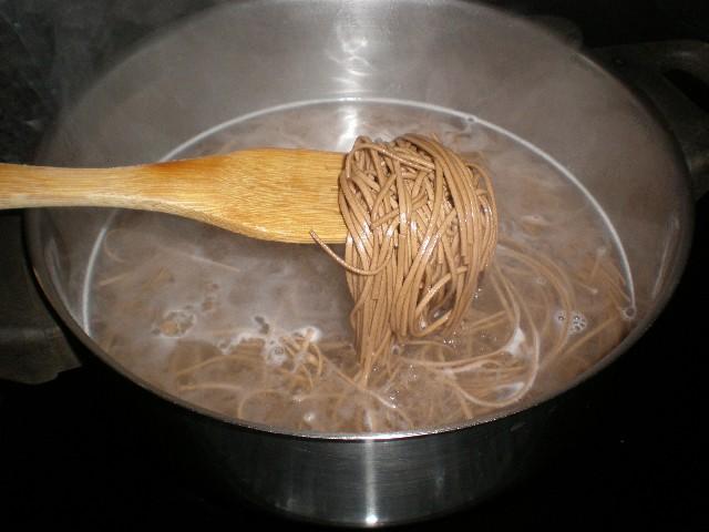 Mezclar fideos 1 - Fideos soba blanquinegros