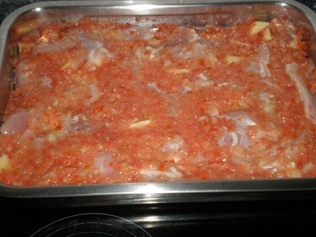 Pollo con tomate al horno