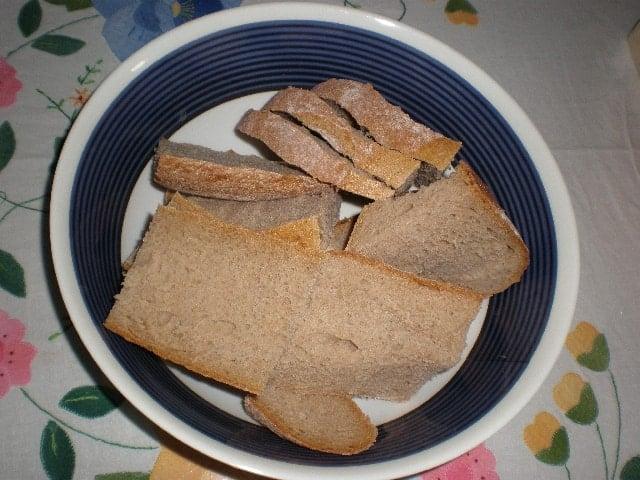Rodajas de pan artesano integral