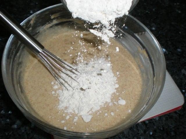 Echar harina fuerza - Queque de naranja