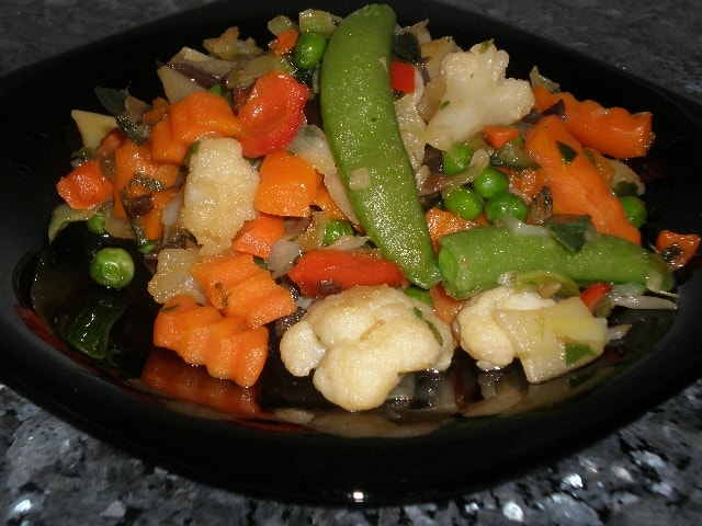 Emplatar verdura - Salteado de verdura congelada