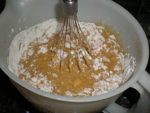 Echar y batir harina 2 - Bizcochón con pastillas de colores