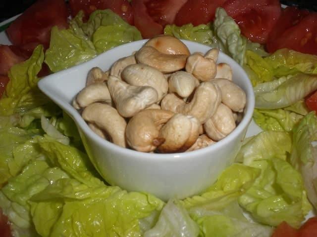 Poner anacardos 2 - Ensalada de anacardos