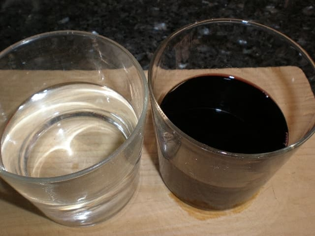 Agua y vino tinto - ▷ Fideos de arroz con salsa de carne 🍝