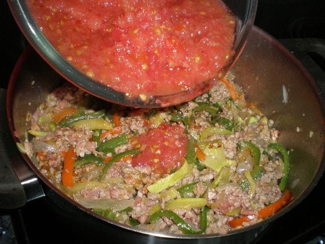 Echar tomate 1 - ▷ Fideos de arroz con salsa de carne 🍝