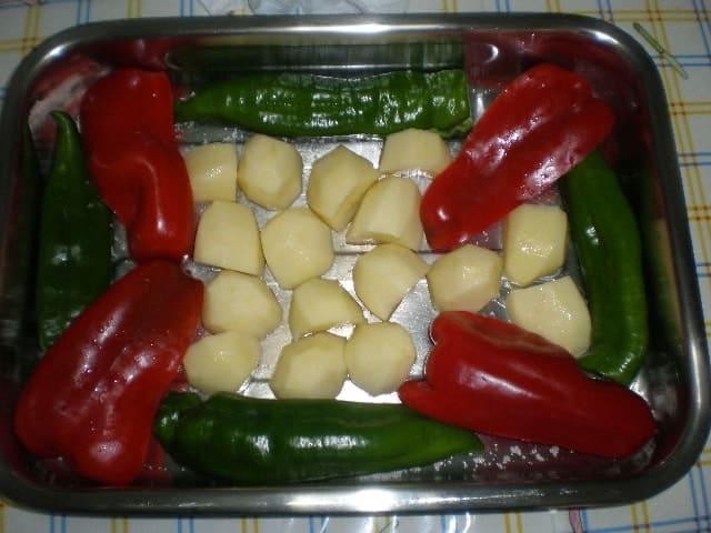 Meter los pimientos - ▷ Pollo con pimientos al horno 🍗
