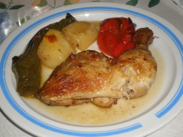 Pollo con pimientos al horno