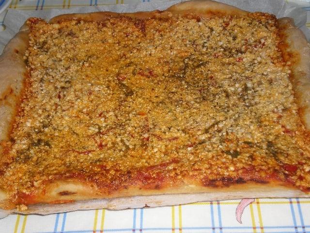 Pizza de carne y pimientos 1