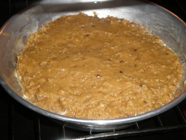 Tatín de piña y galletas en el horno