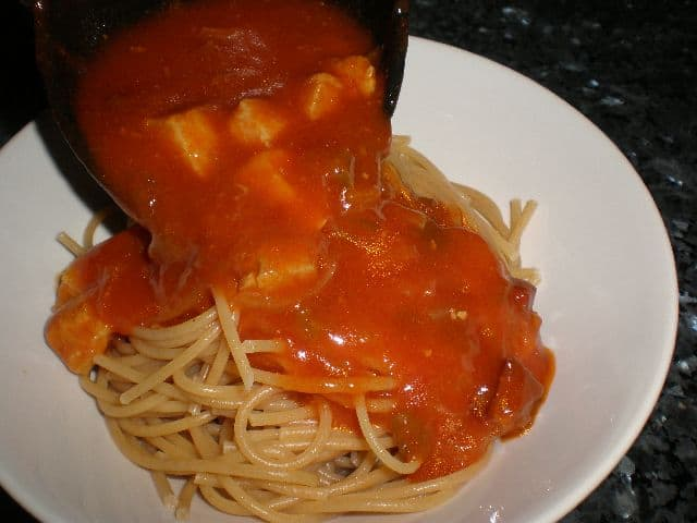 Echar la salsa 1 - Pasta con manitas en Salsa popan
