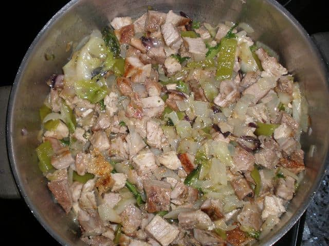 Chuletas con poche de ensalada