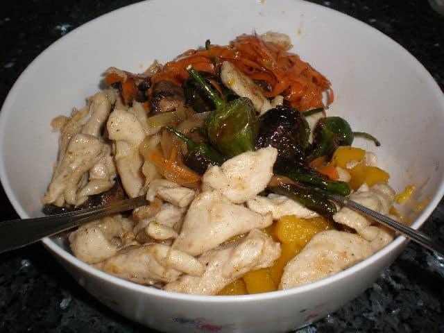 Fritura de pollo y verdura