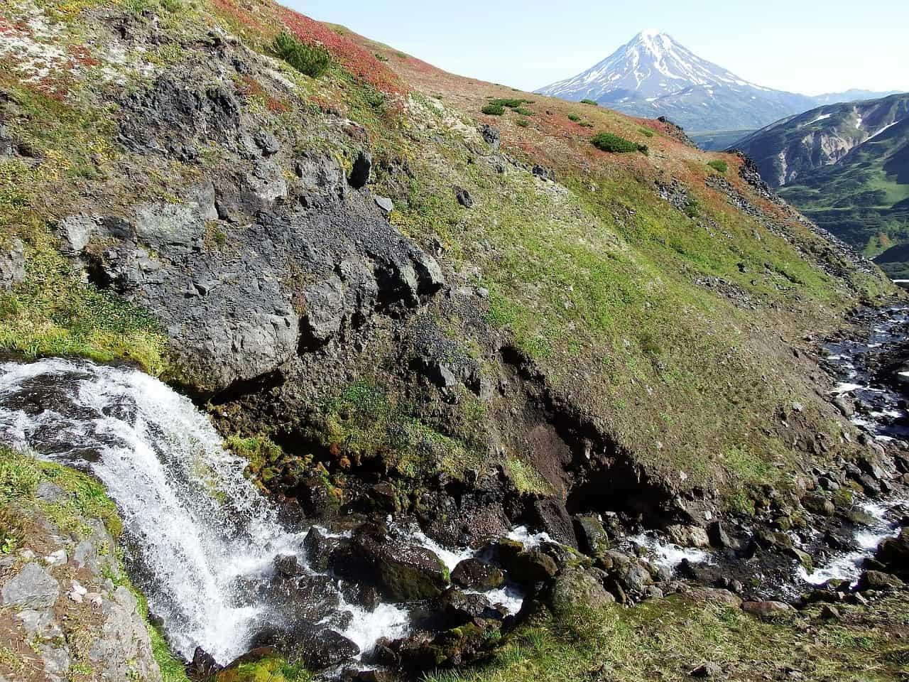 fee61bdaef9e15a087794d9505849270 - ▷ El río que sale del volcán 📖