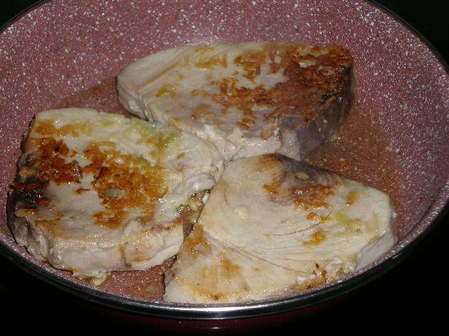 Cocinar at%C3%BAn - Atún blanco al ajillo
