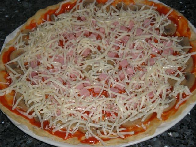 Poner orégano - ▷ Pizza de alcachofas y jamón 🍕