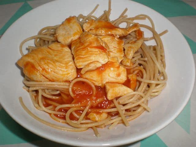 Espaguetis con Pollo con tomate