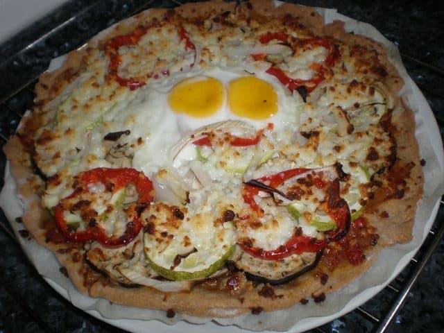 7a8fe2fc2393e35fb76dc32a82ef4bcd - Pizza de verdura y huevo
