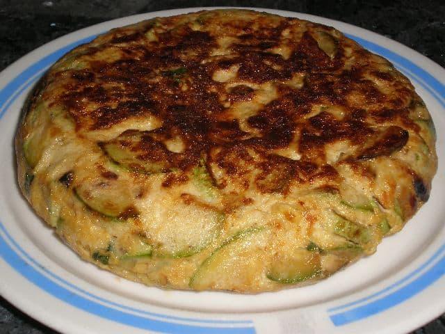 Tortilla de calabacín y albahaca