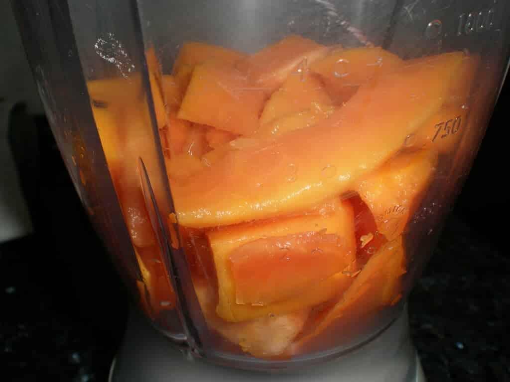 Meter la papaya en la jarra