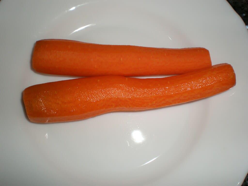Zanahorias limpias y peladas