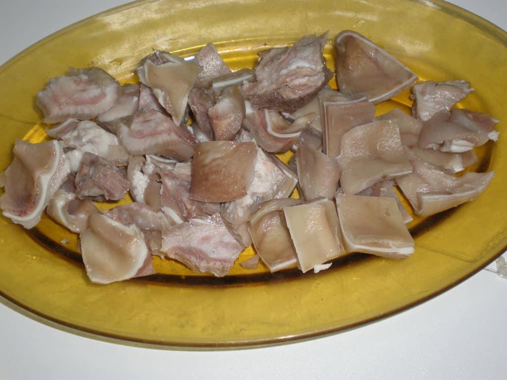 Oreja de cerdo troceada