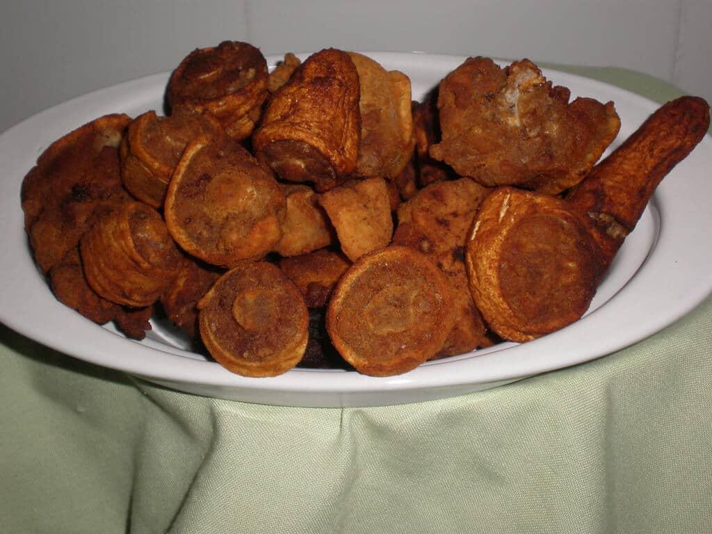 Rabo de cerdo enharinado frito