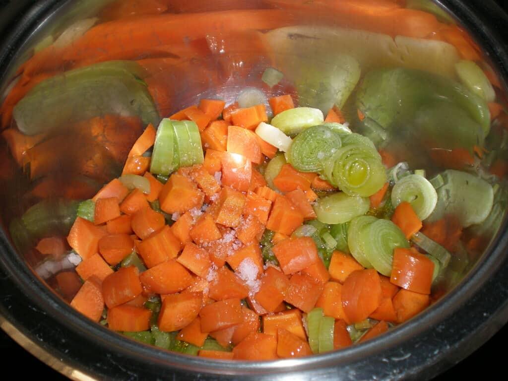 Verdura con sal y aceite