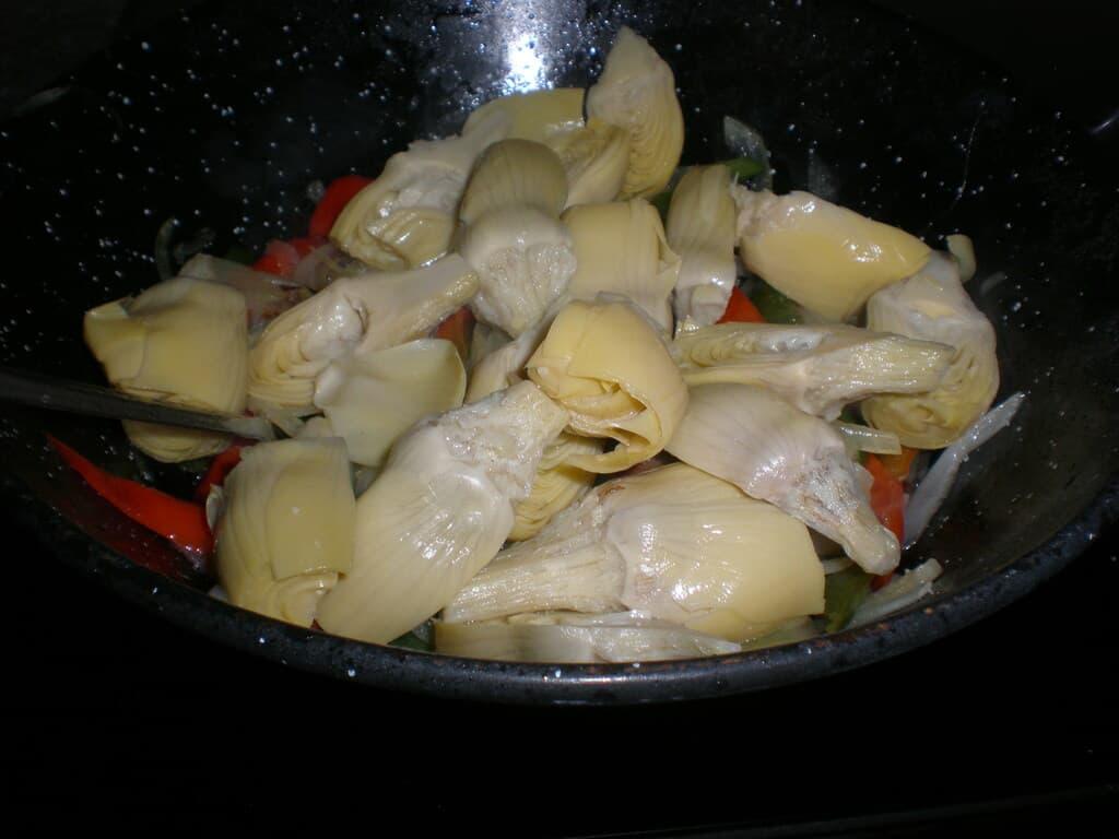 Meter las alcachofas