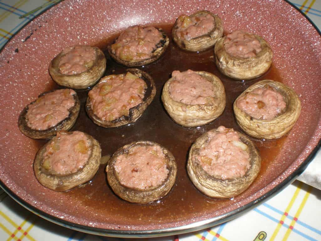Champiñones rellenos de paté