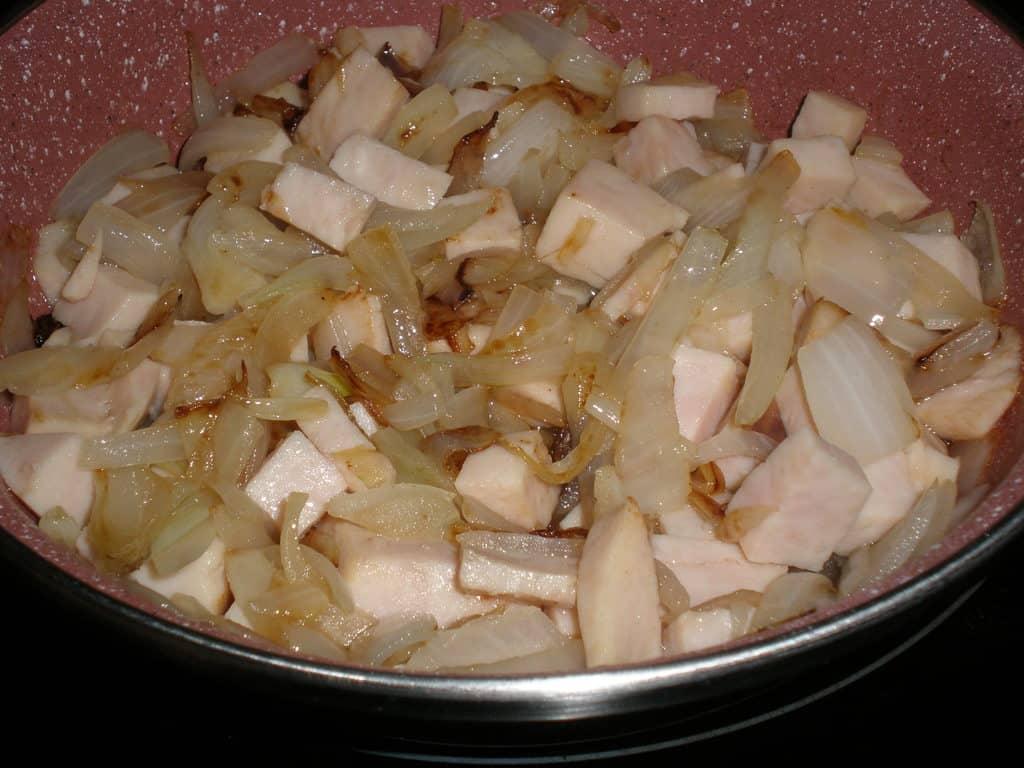 Cebolla y jamón sofritos